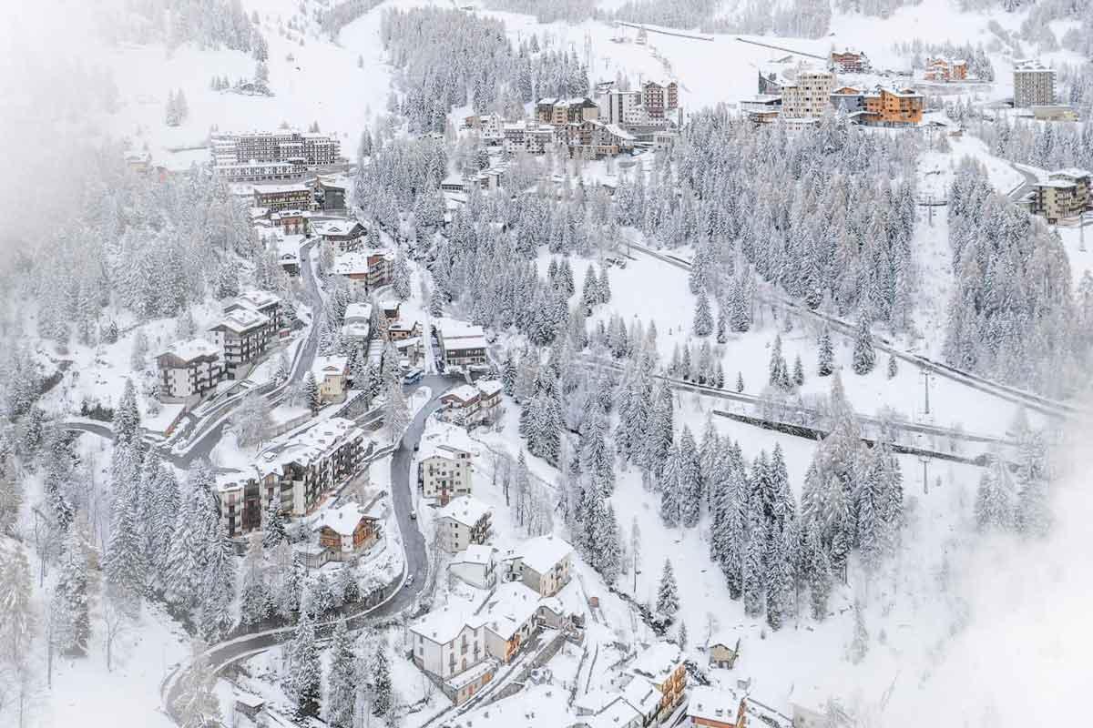 foppolo immagine paese inverno
