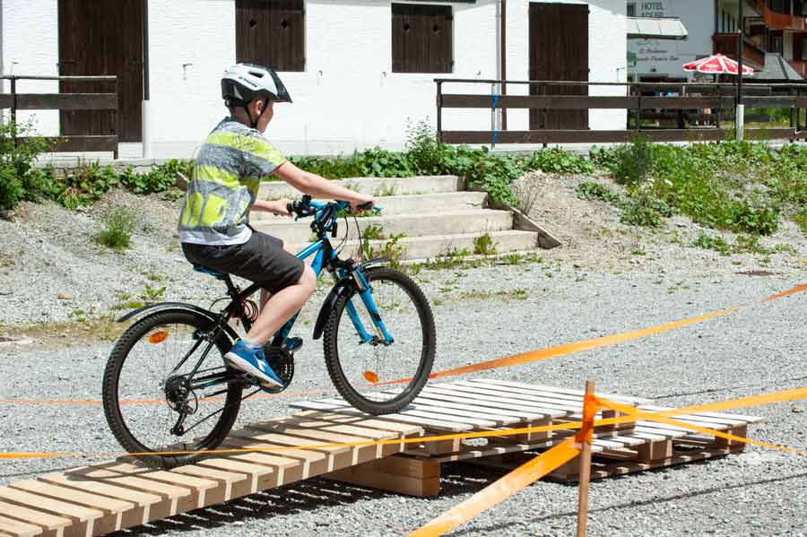 baby bike park foppolo ostacolo in bicicletta